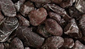 Granulat Kiesel mit dunkler Färbung