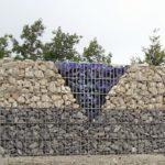 Gabionenmauer mit schönem Muster